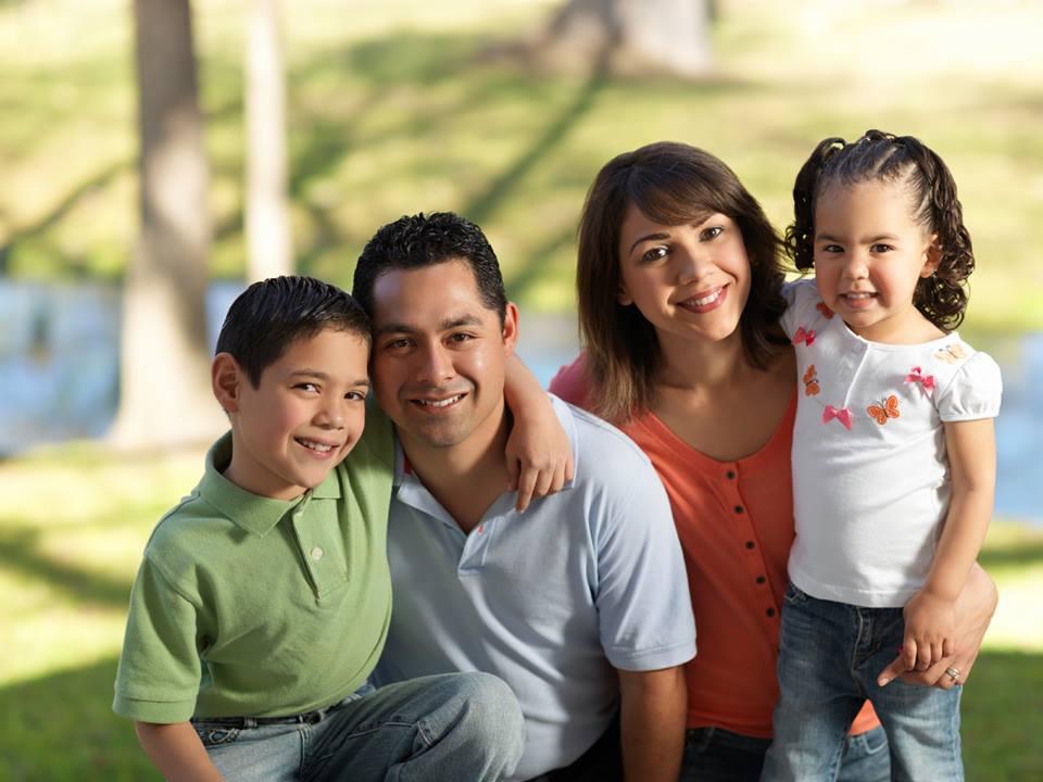 Resultado de imagen para familia  dominicana alegre
