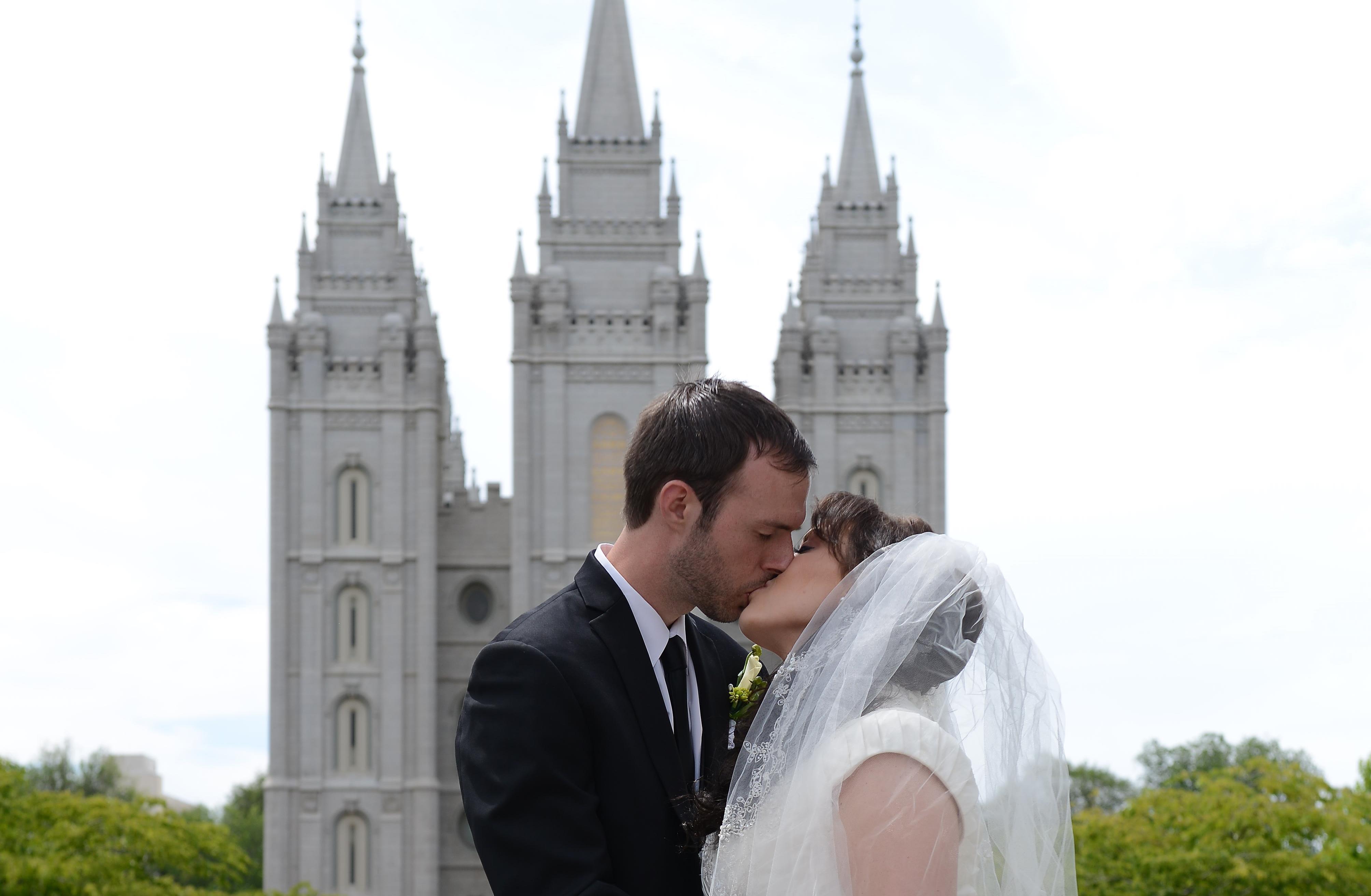 Matrimonio Catolico Con Un Ateo : La increíble historia de amor de un ateo y una voluntaria de mormon